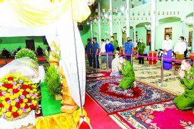 State Administration Council Chairman Commander-in-Chief of Defence Services Senior General Min Aung Hlaing pays homage to remains of Zaygon Sayadaw Dr Bhaddanta Kavisara
