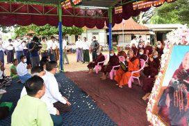 Ceremony held to set ashes of late Presiding Nayaka of Maha Withutarama Zaygon Pariyatti Buddhist Learning Centre Abhidhaja Maha Rattha Guru Dr Bhaddanta Kavisara adrift into water