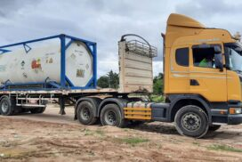 Vehicle carrying liquid oxygen for MDY General Hospital leaves Myawady border
