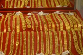 Domestic gold price gains on global cues