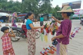 Vendors start selling Thadingyut lanterns, toys in Pakokku