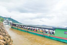 Officials welcome 400 returnees from Laos to Tachilek