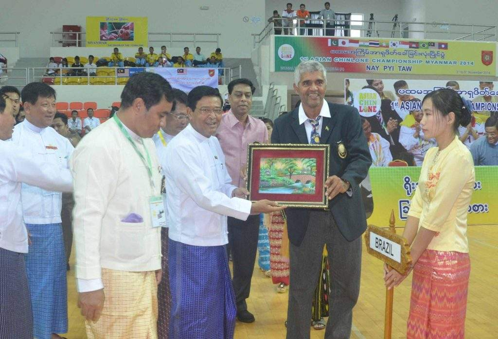 Vice President U Nyan Tun presents gift to a coach after opening ceremony of First Asian Chinlone Challenge Cup.—mna