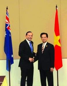 Australian Prime Minister Tony Abbott MP  cordially greets Vietnamese Prime Minister Nguyen Tan Dung.