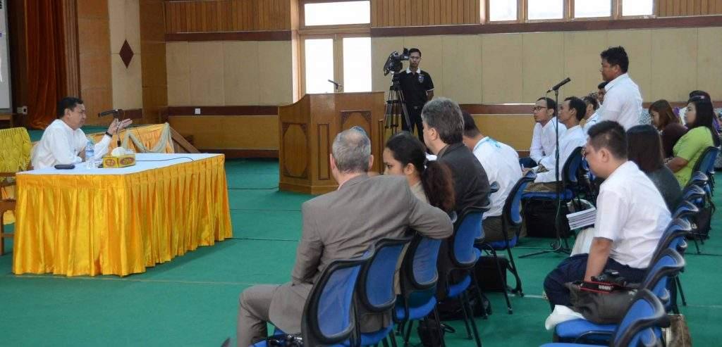 Union Minister for Information  U Ye Htut meets members of Mandalay Myanmar Journalist Institute.—mna