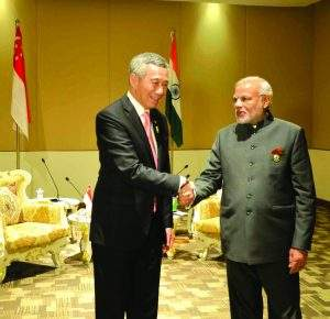 Prime Minister Narendra Modi of India meets   Prime Minister Lee Hsien Loong of Singapore.—mna