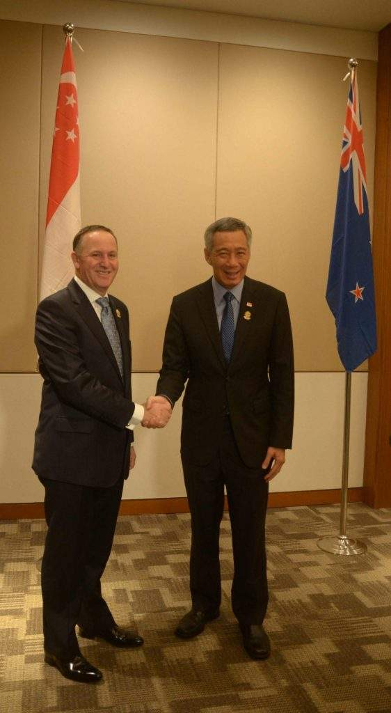 New Zealand Prime Minister John Key cordially shakes hands with Singaporean Prime Minister Lee Hsien Loong.—mna