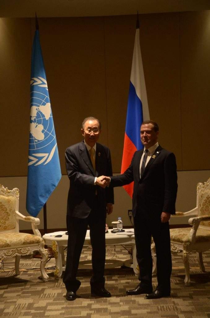 UN Secretary-General Ban Kimoon greets  Russian Prime Minister Dmitry Medvedev. mna