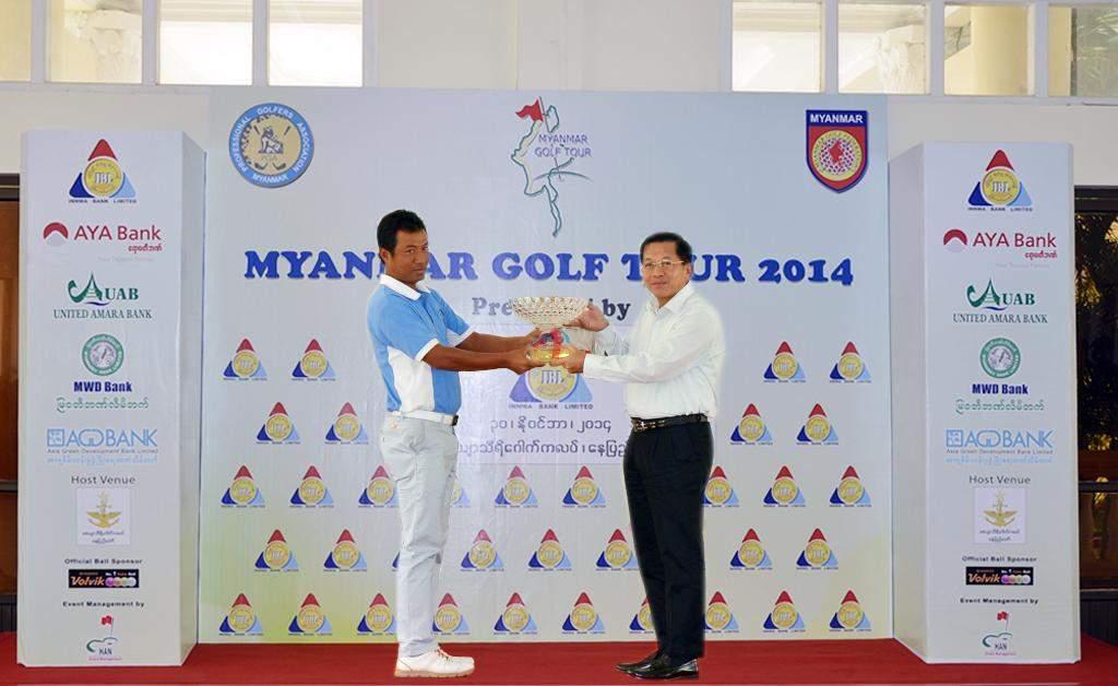 Senior General Min Aung Hlaing presents Order of Merit Award to Ko Zaw Zaw Latt in Myanmar Golf Tour 2014. Myawady