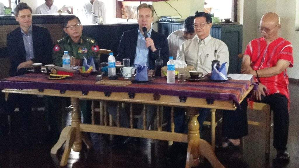 Norwegian Foreign Minister Mr Borge Brende, Union Minister U Aung Min and Chairman Saw Mutu Sae Po of KNU at a meeting.—mna