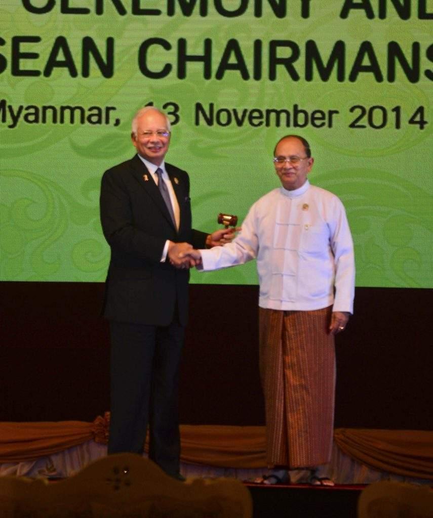 Myanmar President U Thein Sein and Malaysian Prime Minister Najib Razak at handover ceremony of ASEAN chairmanship.