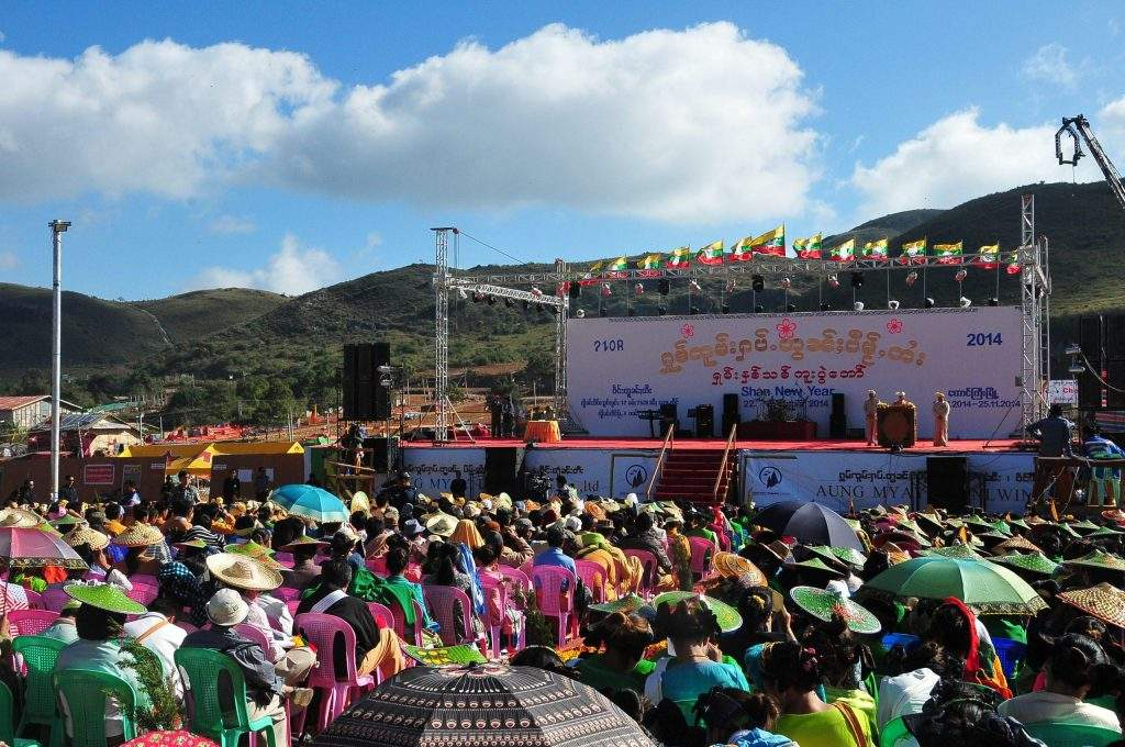 Vice President Dr Sai Mauk Kham joins  Shan New Year festival held in Taunggyi on 22 November.—mna