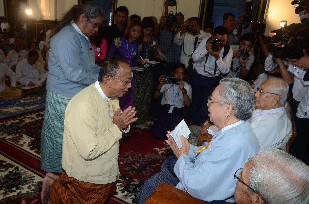 Amyotha Hluttaw Speaker U Khin Aung Myint is paying respects to  Myanmar veteran journalists.—mna