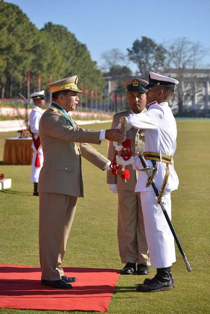 Senior General Min Aung Hlaing presents Best Cadet Award to Cadet Win Myint Aung.