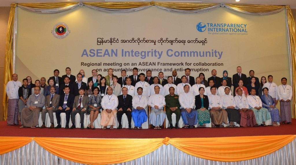Vice President Dr Sai Mauk Kham with delegates of ASEAN conuntries at Regional meeting on an ASEAN Framework for collaboration on accountable governance and anti-corruption.—mna