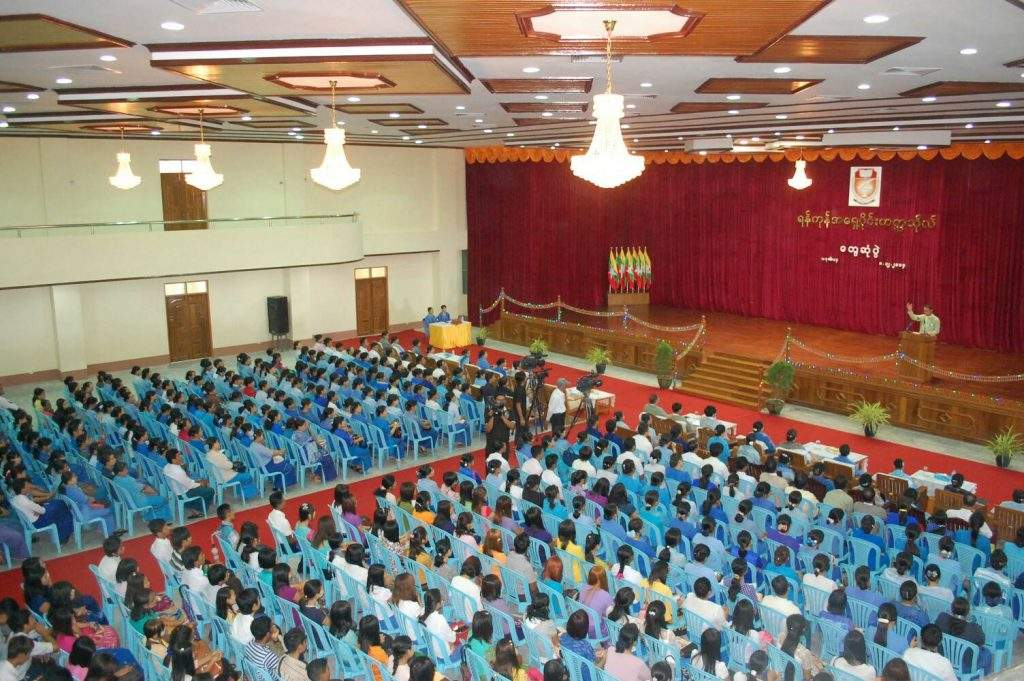 Deputy Speaker  U Nanda Kyaw Swa explains Myanmar Education Law. mna