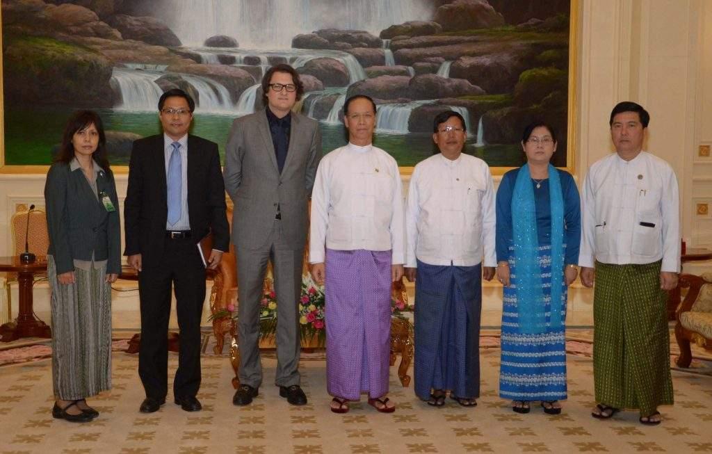 Vice President Dr Sai Mauk Kham poses documentary photo together with Professor Mr Robert C Wolcott, Co-Founder of Kellogg Innovation Network (KIN).—mna