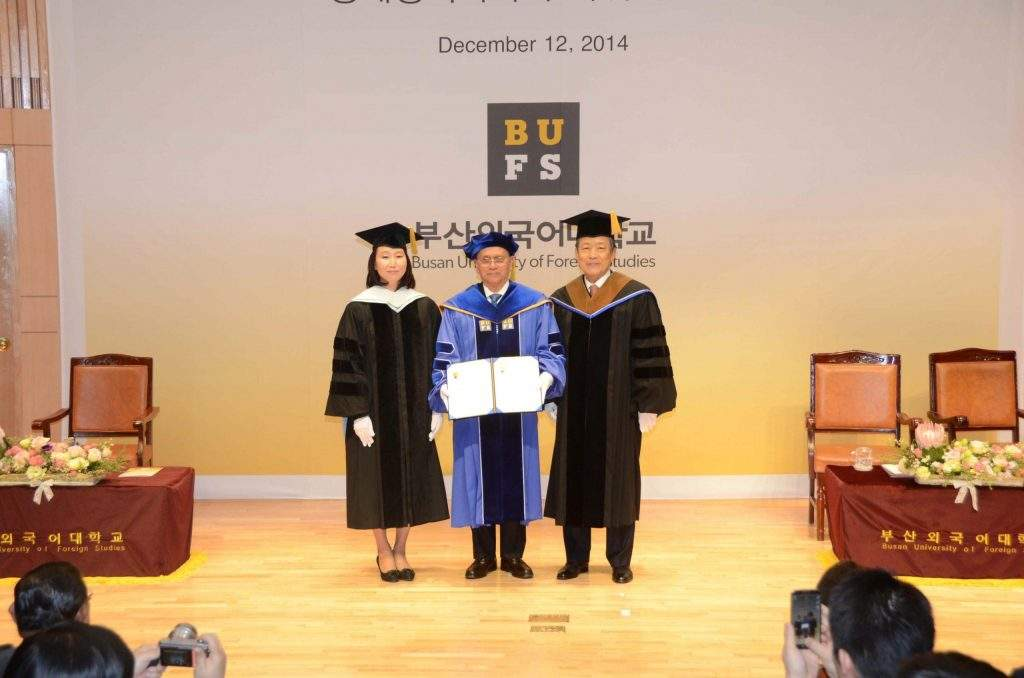 President U Thein Sein who have already  received honorary doctorate in political science poses for documentary photo with faculty  members of Busan University of  Foreign Studies.