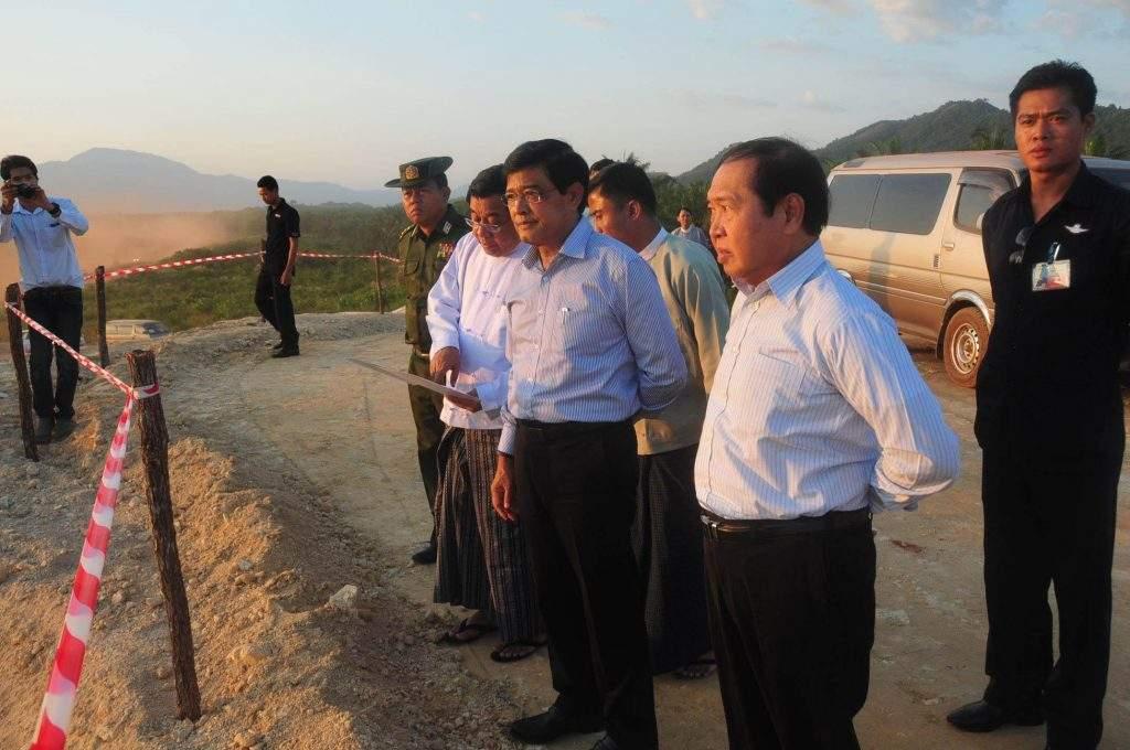 Vice President U Nyan Tun views implementation of Dawei SEZ project in Taninthayi Region. mna