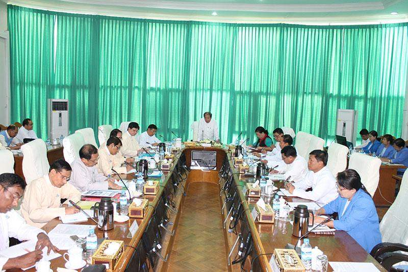 Union Minister  U Aye Myint meets entrepreneurs from Myanmar Overseas Employment Agencies Federation.—mna