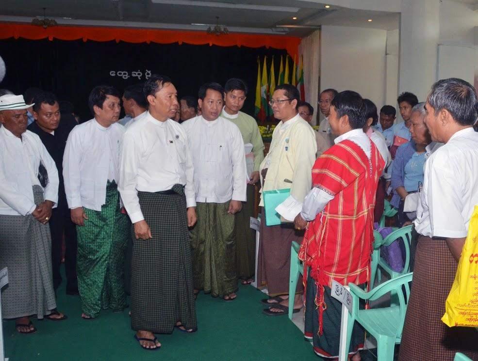 Thura U Shwe Mann greets cordially with local people in Daik-U.—mna