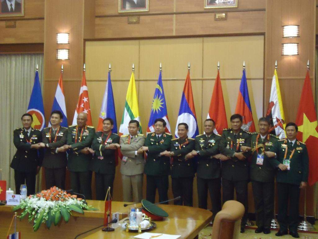 Vice-Senior General Soe Win poses for documentary photo with Vietnamese and ASEAN army chiefs at the dinner.—Myawady