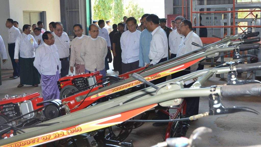 President U Thein Sein views power-tillers to be sold to farmers through installment.—mna