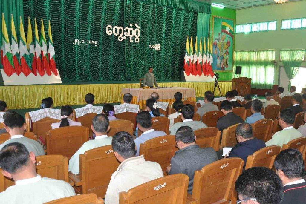 Chairman of Union Election Commission U Tin Aye meets election sub-commissions at different levels, CSOs and departmental officials in Lashio.—mna