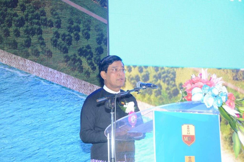 Vice President U Nyan Tun delivers an address at commissioning of Ma-de Crude Oil Unloading Terminal and pre-commissioning of South-East Asia crude oil pipeline.—mna