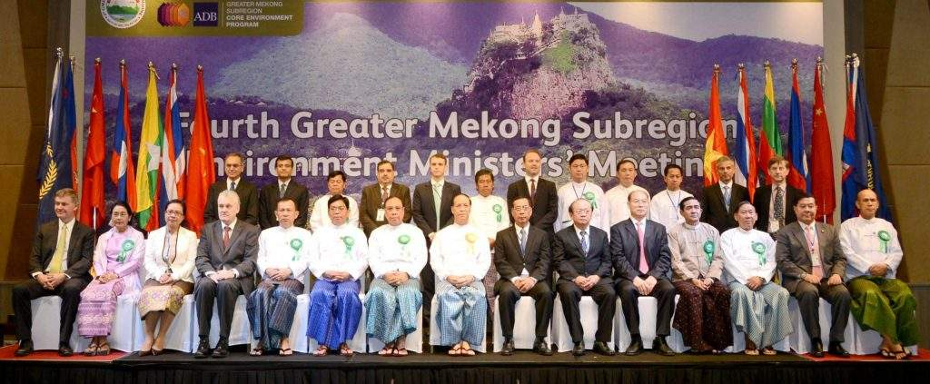 Vice President Dr Sai Mauk Kham poses for documentary photo with environment ministers of GMS countries at 4th Greater Mekong Subregion  Environment Ministers' Meeting.—mna
