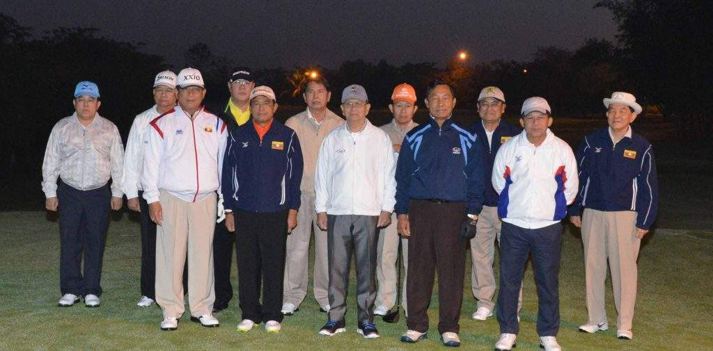 President U Thein Sein poses for documentary photo with state dignitaries at the opening of  the third Union Government Cup Golf Tournament in Nay Pyi Taw.