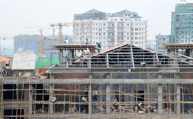 Photo of a building under construction and workers near downtown Yangon.