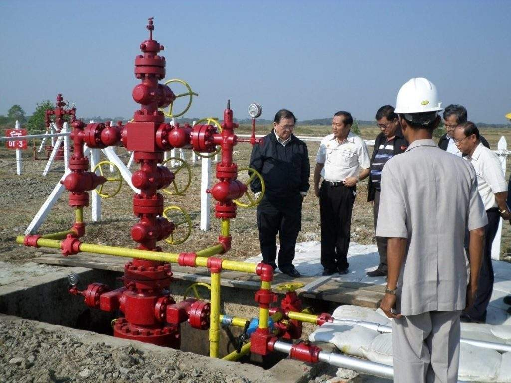 Deputy Minister for Energy U Aung Htoo views production of natural gas in  Maubin (South) natural gas field.
