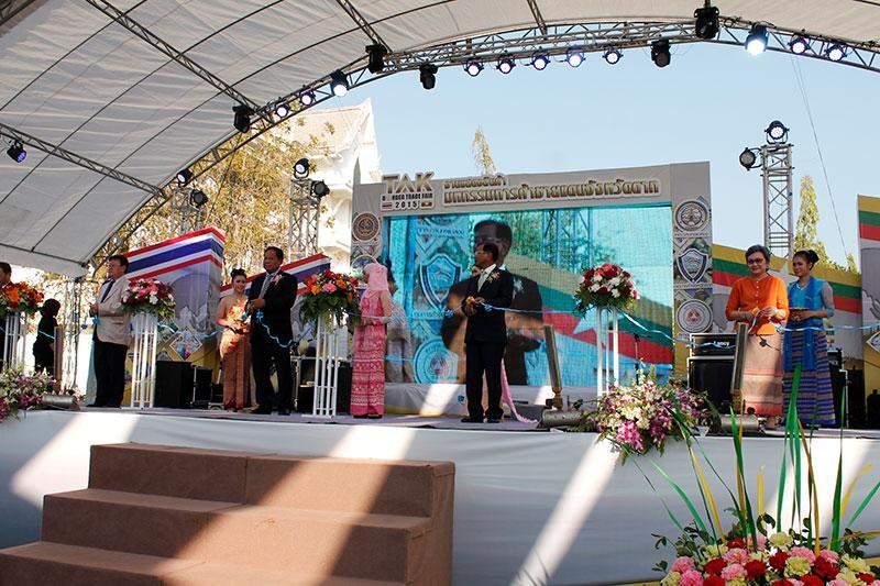 Union Minister for Commerce U Win Myint opens Tak Border Trade Fair 2015.—MNA