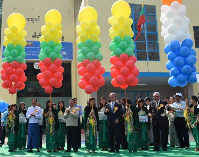 Union Minister U Khin Maung Soe, JICA President Dr. Akihiko Tanaka and officials cut ribbons to open partial handover ceremony of Biluchaung No-2 hydropower Plant rehabilitation project in Loikaw on Monday.