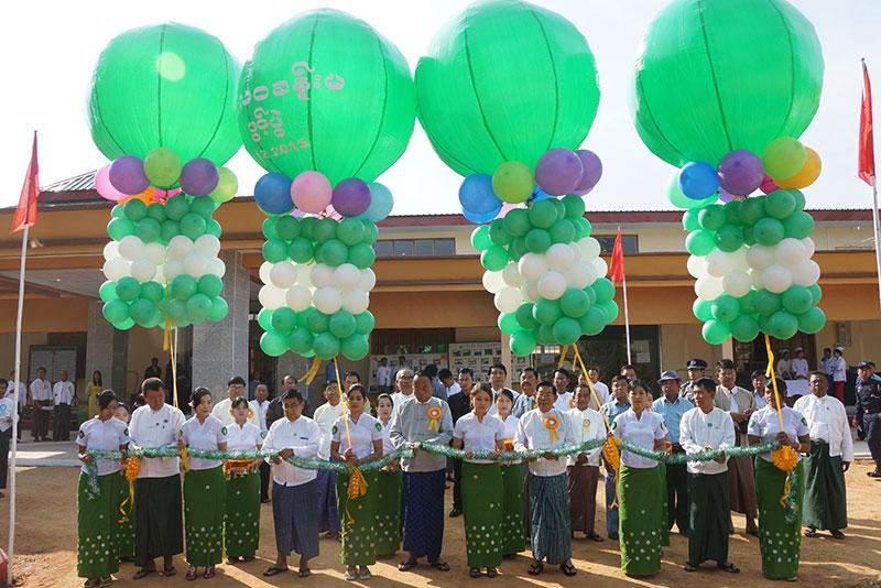 Speaker of Amyotha Hluttaw U Khin Aung Myint opens Thilawa Hall in Yamethin  Township.—mna