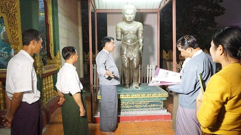 Union Minister for Culture U Aye Myint Kyu visits Khmer Bronze Statue in the precinct of Myasigone Pagoda in Toungoo.—mna