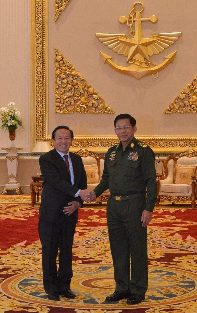 Senior General Min Aung  Hlaing greets Laotain Ambas- sador to Myanmar Mr Lyying Sayaxang in Nay  Pyi Taw.