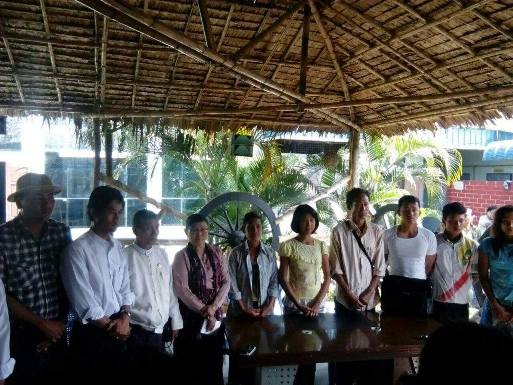 Ma Chaw Su San seen together with her parents, teachers and officials.— mna