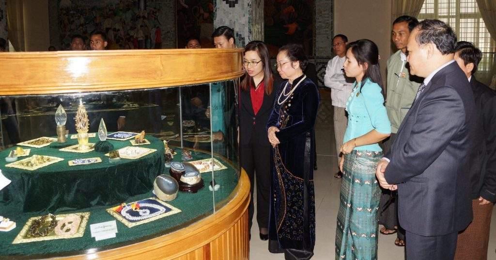 Vietnamese Vice President Madam Nguyen Thi Doan visits Myanmar Gems Museum in Nay Pyi Taw.