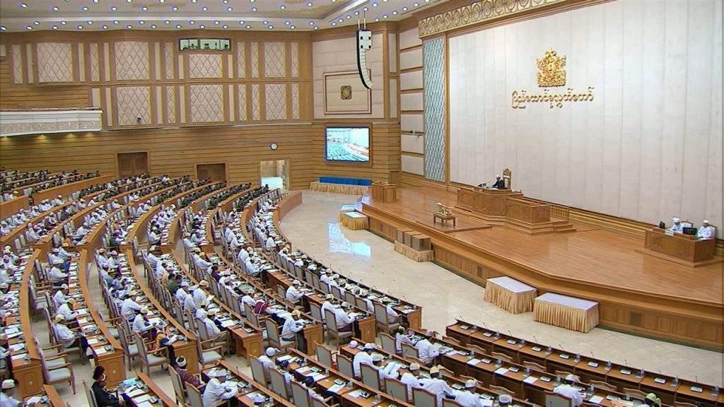 Pyidaungsu Hluttaw representatives debate Union budget bill at Thursday's session.MNA