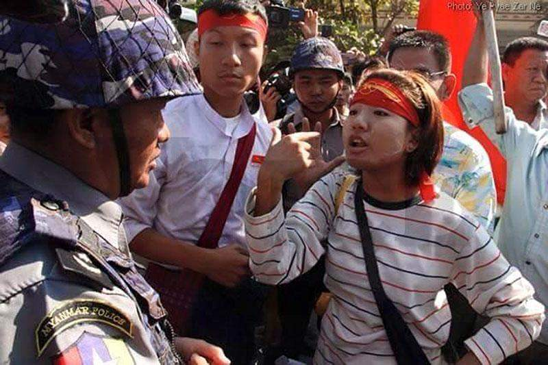 Police officer meets student protesters in Letpadan.
