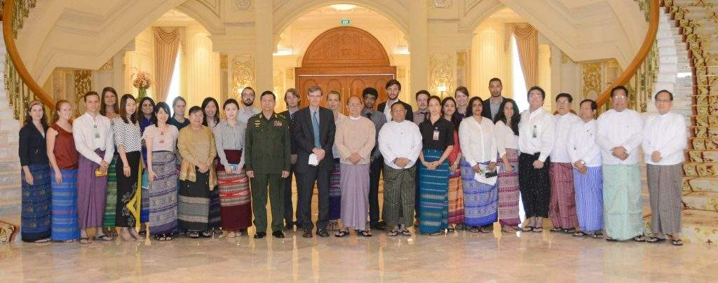 President U Thein Sein poses for documentary photos with Professor James D Fearon of Stanford University of the United States and party.—MNA