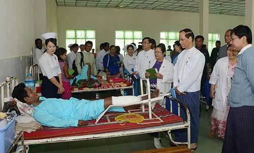 Vice President Dr Sai Mauk Kham comforts  a patient at Nay Pyi  Taw General Hospital  (1000-bed).