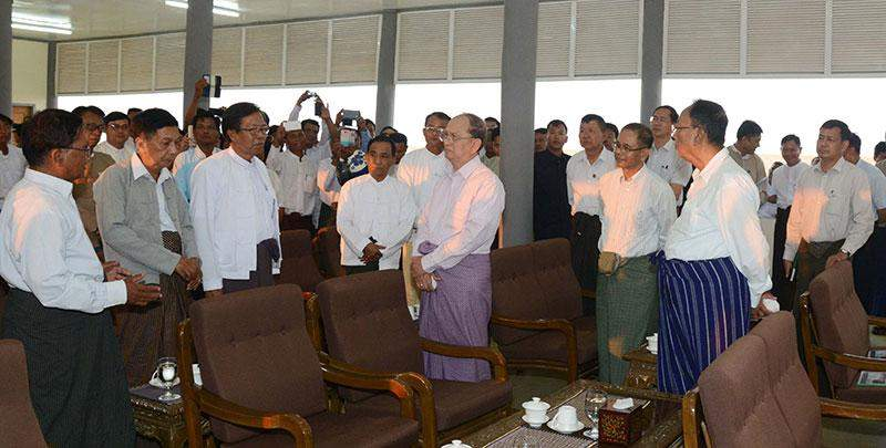 President  U Thein Sein cordially meets with local people in Yamethin.—MNA