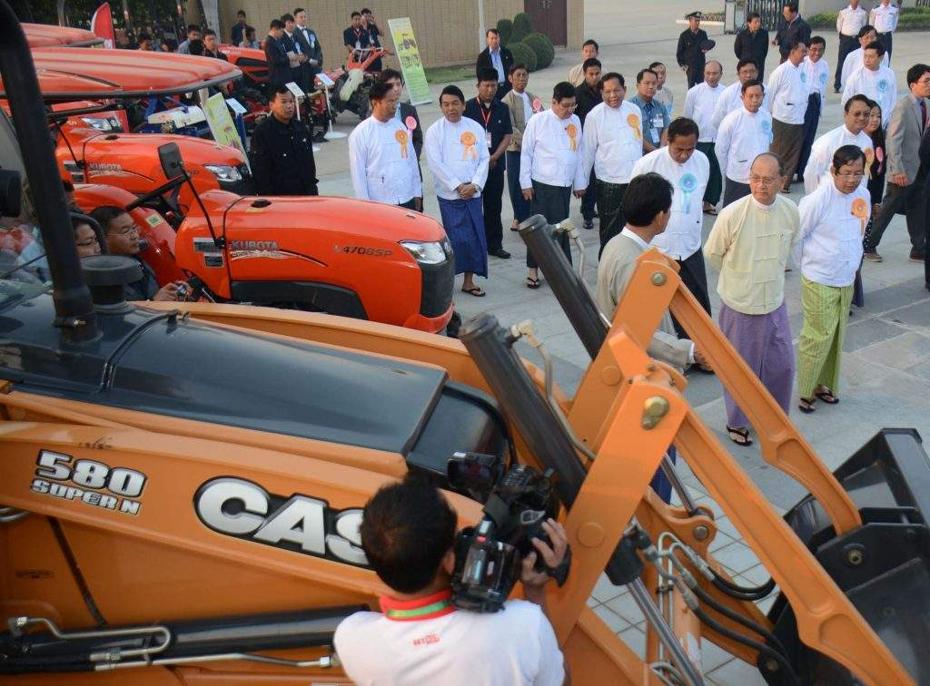 President U Thein Sein views agricultural machinery displayed at booths at the ceremony to mark Peasants' Day at MICC-II.—mna