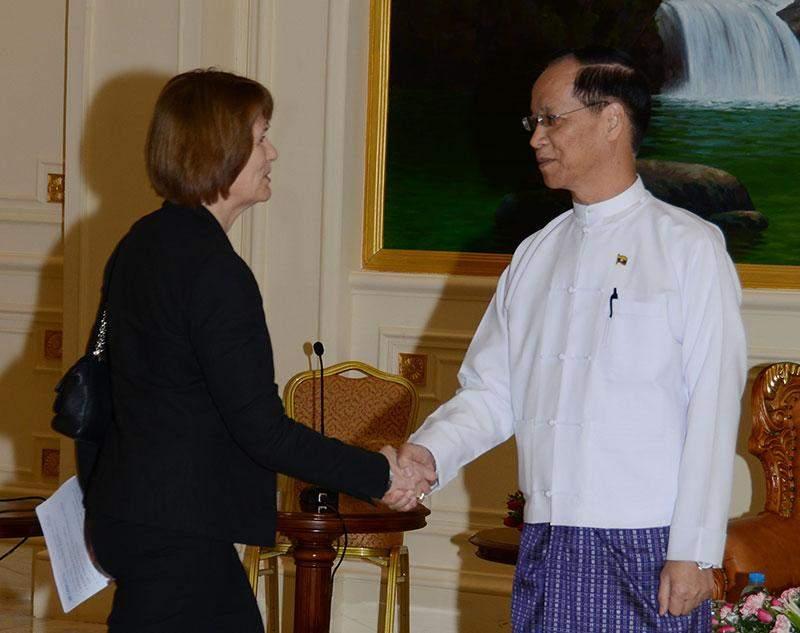 Vice President Dr Sai Mauk Kham greets UN Under-Secretary General and Executive Director of UNOPS Ms. Grete Faremo.MNA