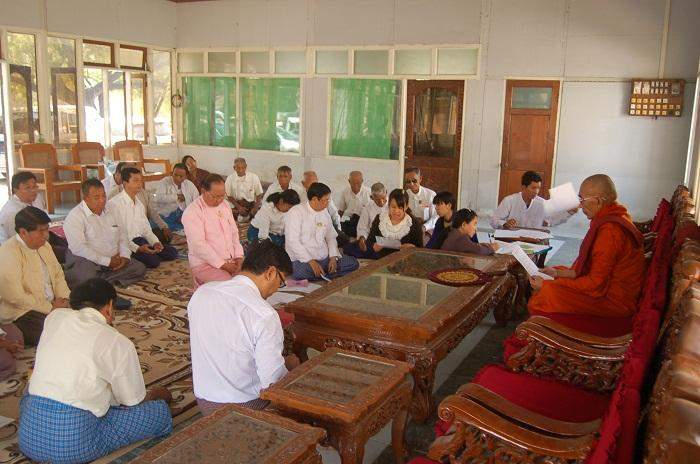 An Ovadacariya Sayadaw gives advice to new members of pagoda board of trustees.