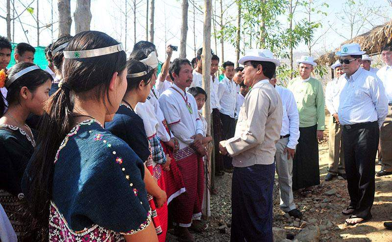 Vice President U Nyan Tun meets local people at South Nawin forest reserve in  Paukkhaung Township.—MNA