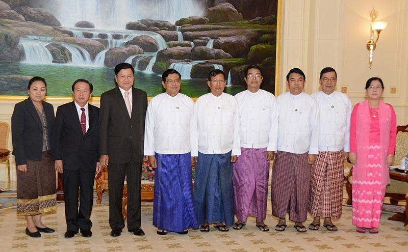 Vice President U Nyan Tun poses for documentary photo with Deputy Prime Minister and Minister of Foreign Affairs Dr. Thongloun Sisoulith of Lao People's Democratic Republic.